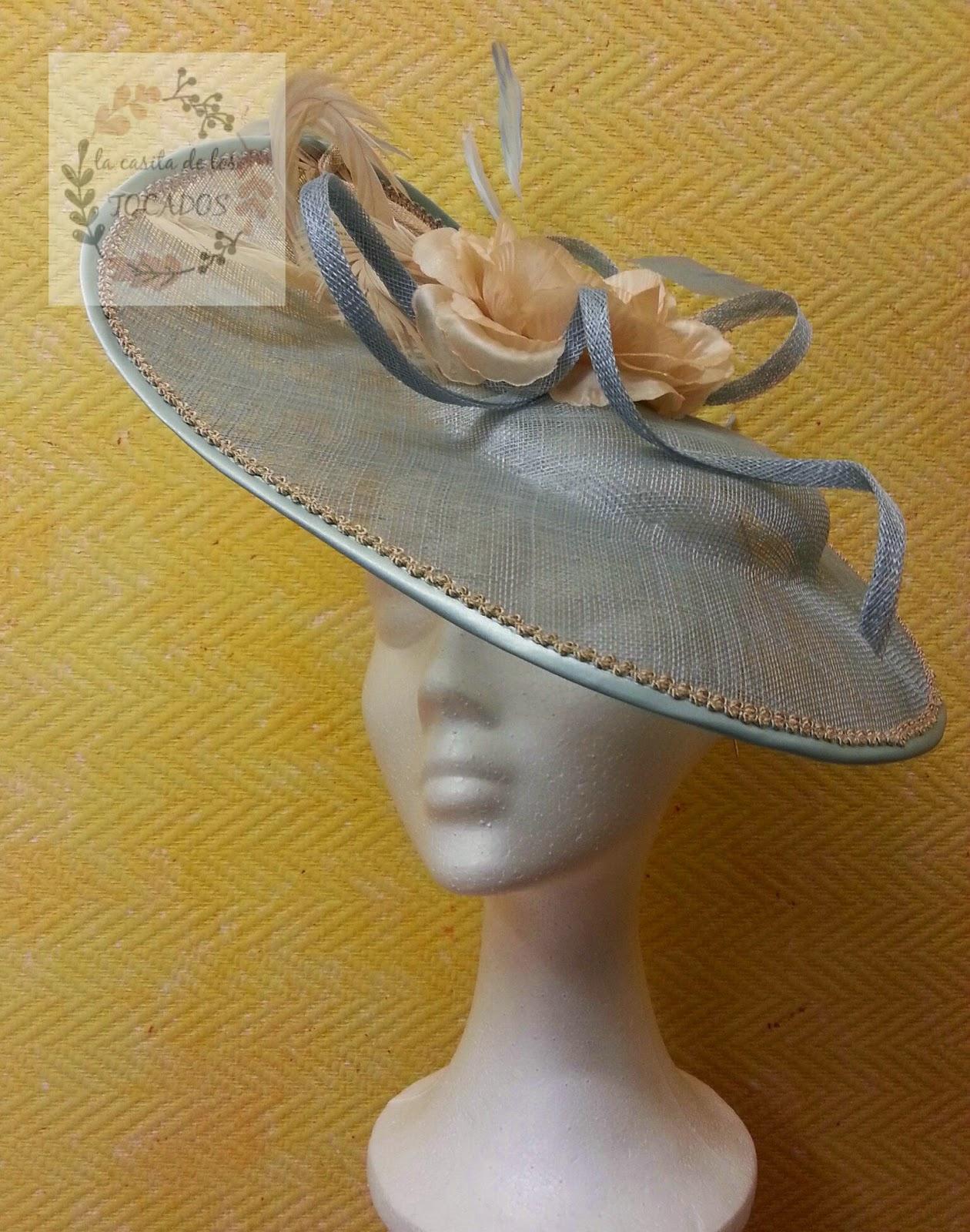 pamela para boda de mañana en colores azul cielo y beige de tamaño aproximado de 38 cm