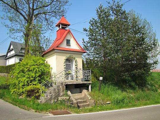 Kapliczka Trzeciego Upadku Pana Jezusa z II połowy XIX wieku.