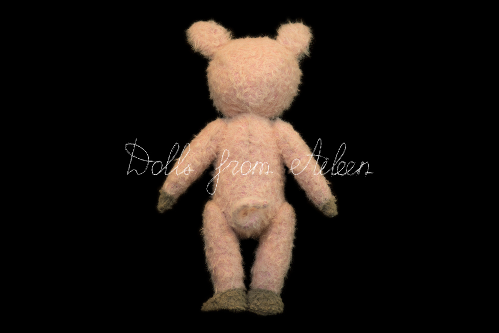 OOAK artist teddy pig, view from behind