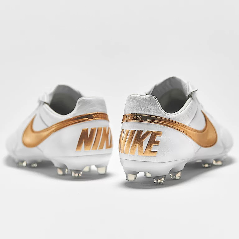 timeless design d67c1 328e5 Inspired by Ronaldinhos signature Air Legend Tiempo colorway, these Nike  Premier II FG football boots are white with golden applications and logos.