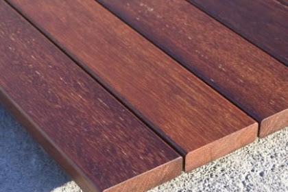 Decking kayu adalah