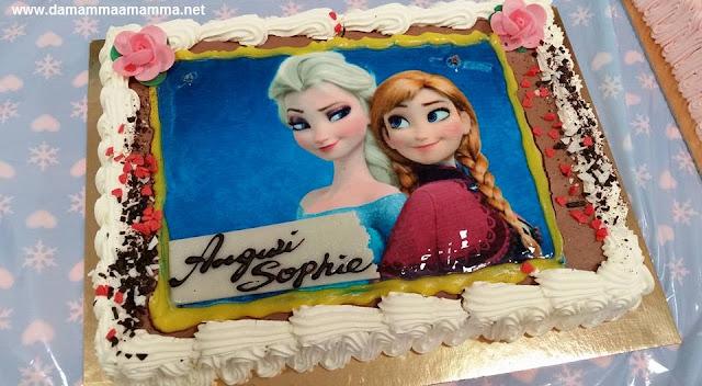La festa di compleanno a tema Frozen la torta