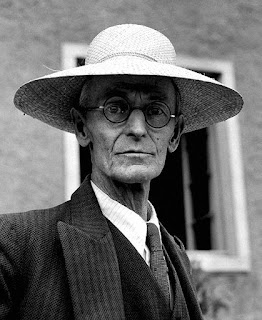 Doesn't Hermann Hesse look pretty?  Straw was in fashion back in 19