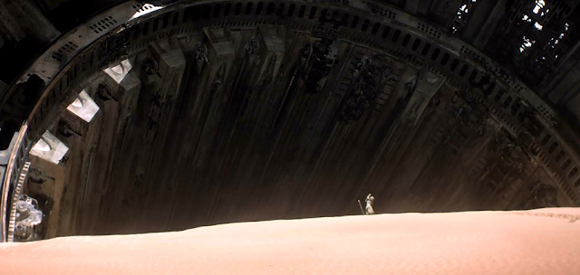 Trailer International Nou Star Wars The Force Awakens: Rey pe planeta Jakku