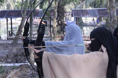 Aktivitas Muslimah Memanah di Andalus Wisata