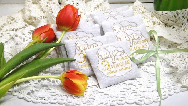 Ароматическое саше - подарок на годик. В честь первого дня рождения дарим подарки гостям. Машинная вышивка на заказ.
