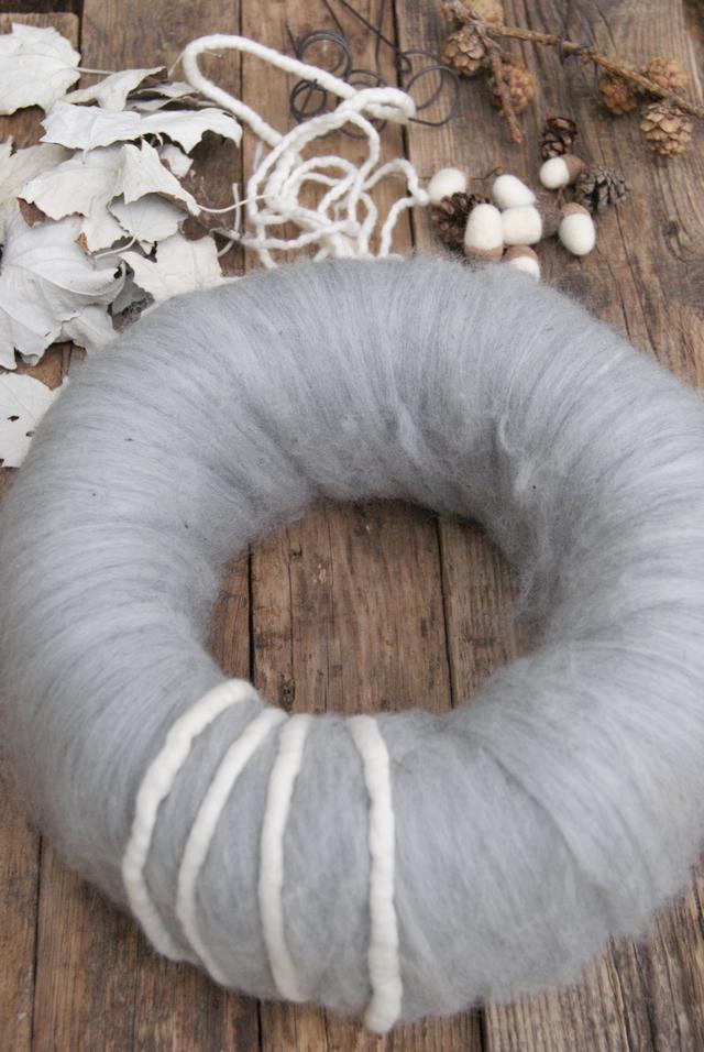 DIY Material für modernen Adventskranz aus Wolle