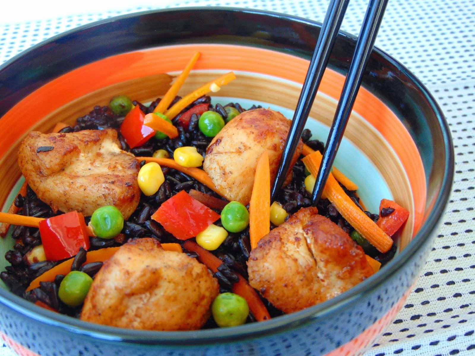 Piept-de-pui-cu-orez-negru-si-legume-1