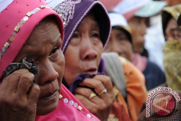 Hasil gambar untuk Petani menangis