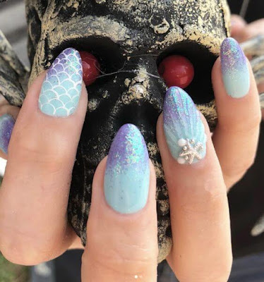 The most popular trend in the nails on this summer is Mermaid Nails 27+ Amazing Mermaid Inspired Nails Tutorial To Try On The Beach