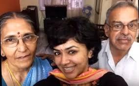 Maalavika Sundar Family Husband Son Daughter Father Mother Age Height Biography Profile Wedding Photos
