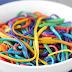 Fantástica pasta o espagueti con los colores del arco iris.