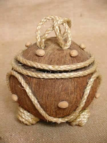 Menariknya hasil kraf daripada tempurung kelapa ni.
