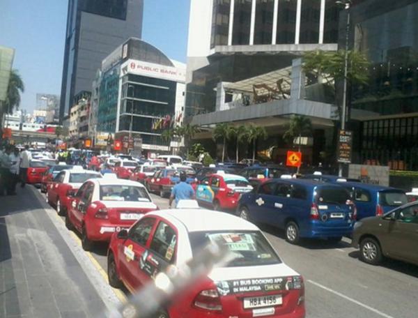 (Gambar & Video) Punca Sebenar Kejadian Pemandu Teksi Mogok Di Bukit Bintang Didedahkan!