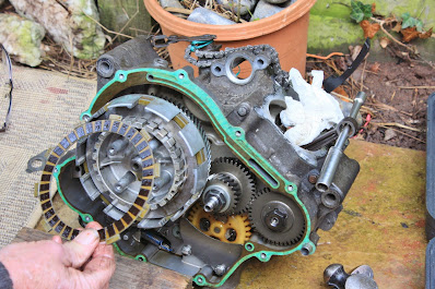 Yamaha YZF R125 clutch rebuild