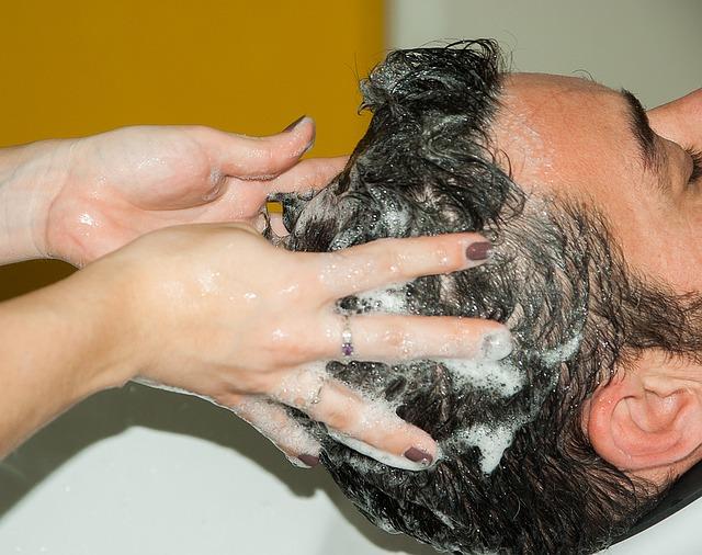 نصائح هامة عند غسيل الشعر الدهني