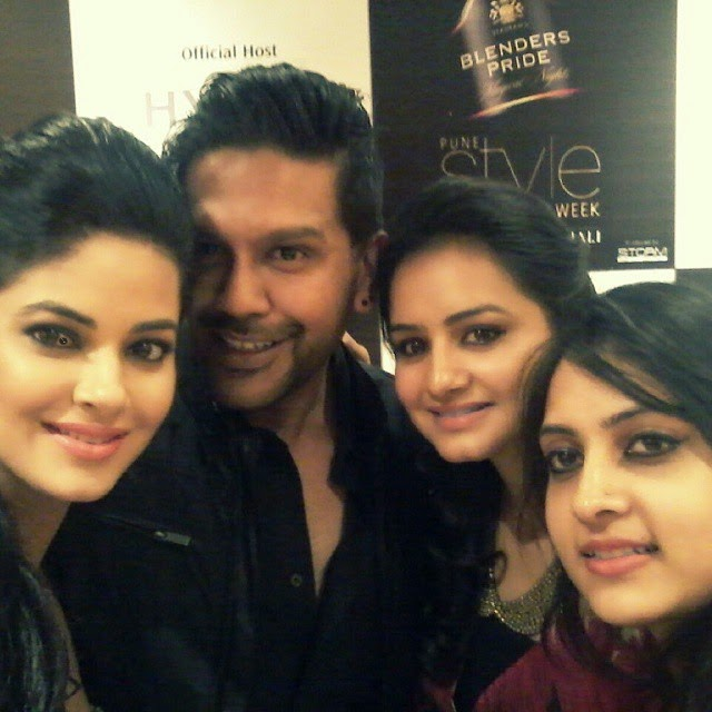 nevanta team selfie , with rocky s and meerra chopra at pune fashion week, Pune Style Fashion Week Pics 2014