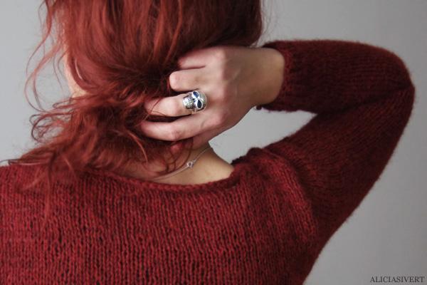 aliciasivert, alicia sivertsson, knitting, knit, yarn, handicraft, craft, handcraft, red, maroon, weasley sweater, harry potter, weasleytröja, tröja, stickning, sticka, handarbete, hantverk, garn, stickor, redhead, red hair, skull ring, dödskallering, rödhårig, ginger