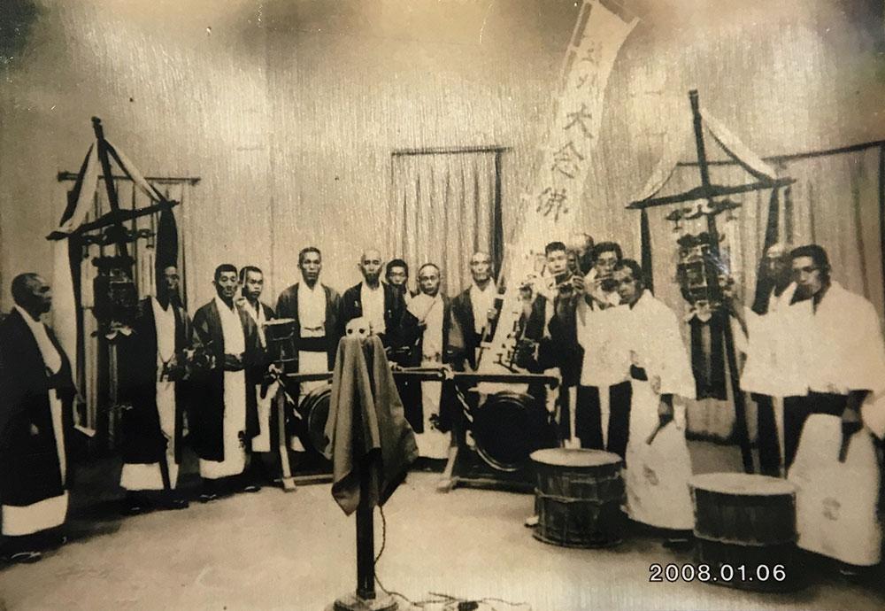 NHKスタジオで撮影された昭和初期の遠州大念仏一行