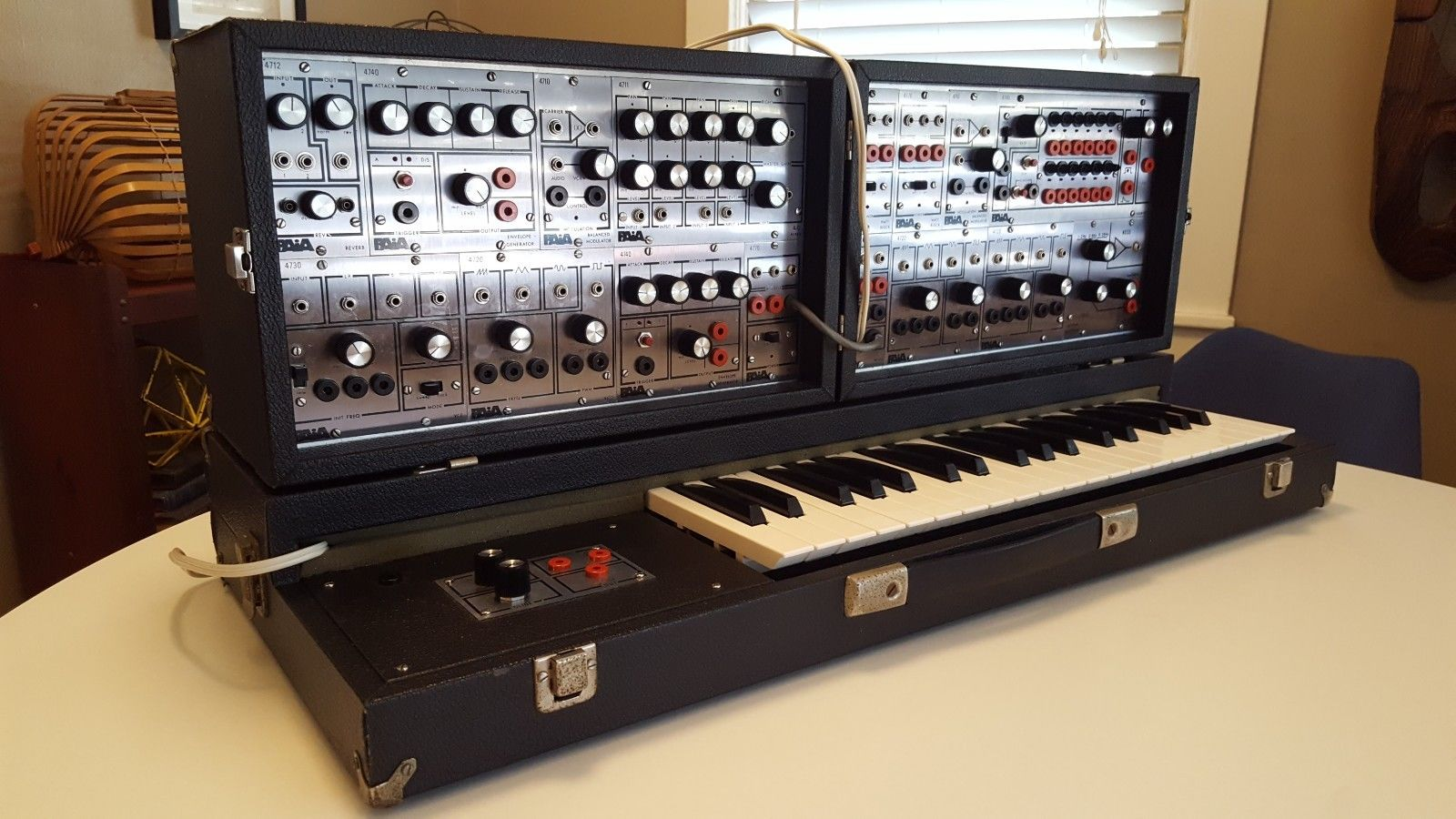 matrixsynth vintage paia 4700 modular synthesizer system with keyboard. Black Bedroom Furniture Sets. Home Design Ideas