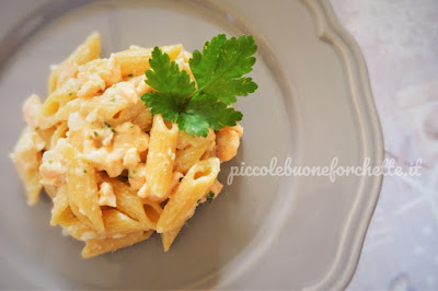 FOTO Ricetta pasta integrale con salmone fresco e finta panna per bambini