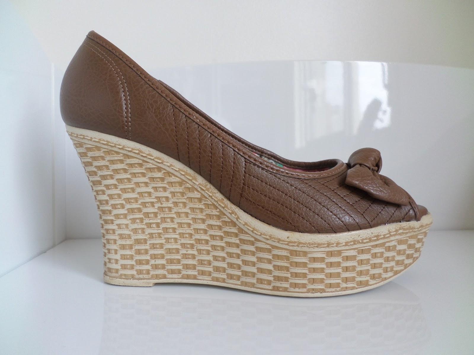 67cf978cc Sapato Peep Toe Azaleia, nº 36, salto anabela sem uso, cor marrom. R$ 40,00  + frete.