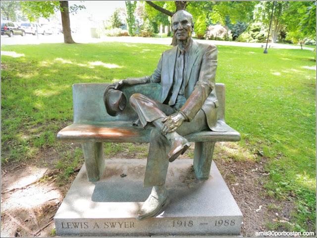 Escultura de Lewis A. Swyer el Academy Park, Albany
