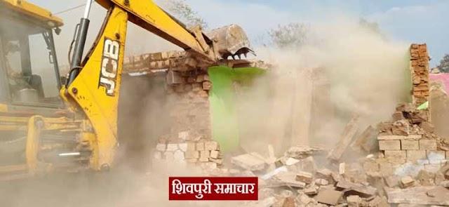 बडी खबर: बायपास पर गरजी हिटैची, तीन दर्जन मकान जमींदोज (देखें वीडियो) | Shivpuri News