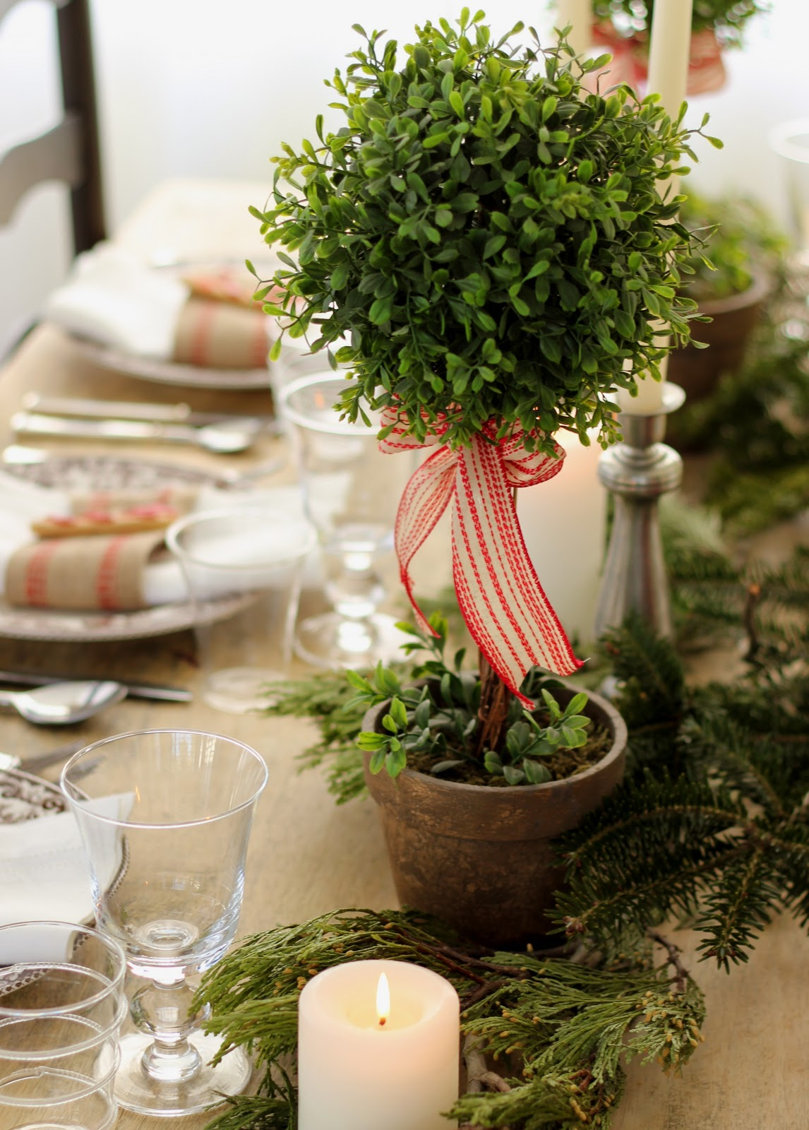 Jenny steffens hobick holiday table setting centerpiece - Christmas table setting ideas ...