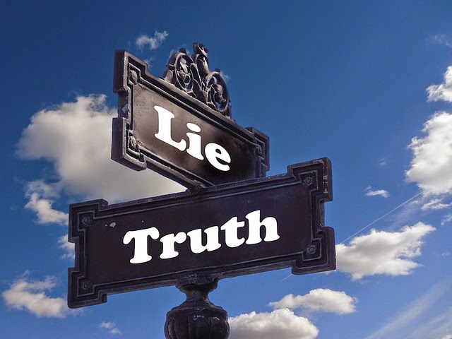 10 signs when someone lies