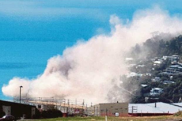 Gempa Bumi Runtuhkan Tebing Mercu Tanda Christchurch, New Zealand