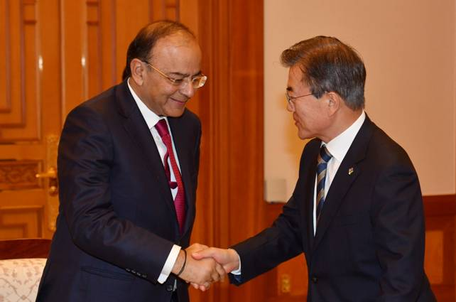 arun-jaitley-called-upon-H.E-president-MOON-Jae-in-paramnews