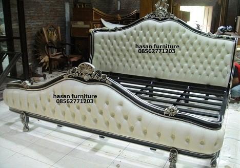 model tempat tidur besi klasik 2