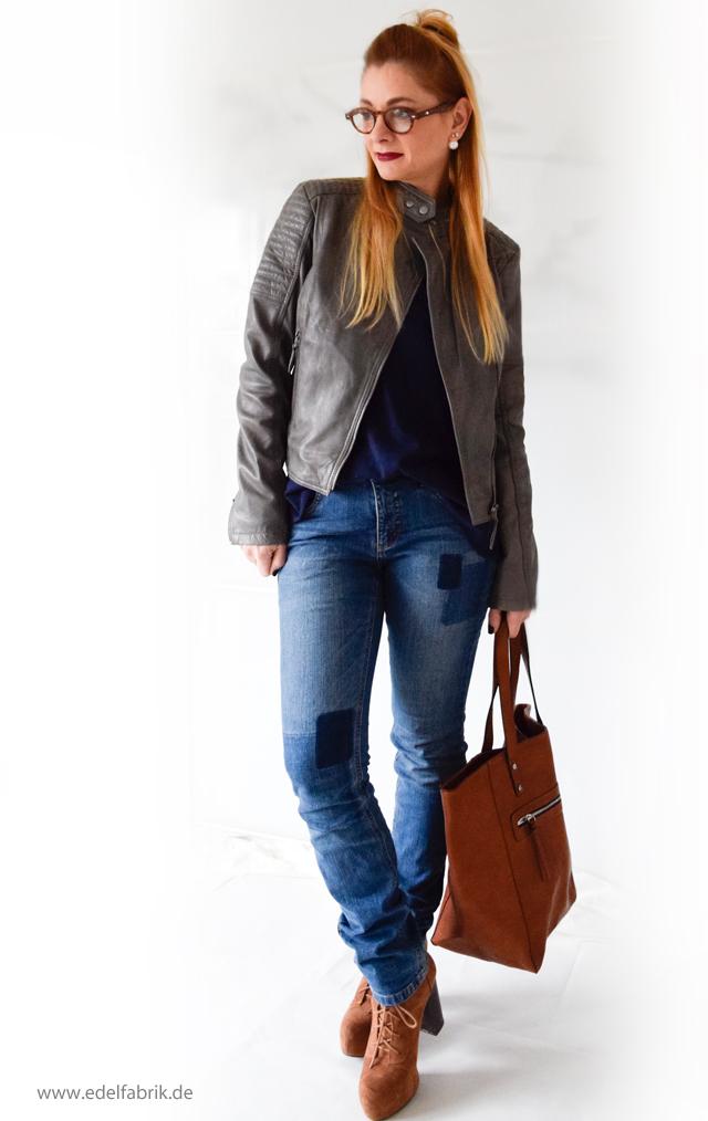 Blaue Jeans und graue Lederjacke aus der Helene Fischer Kollektion von Tchibo, die Edelfabrik