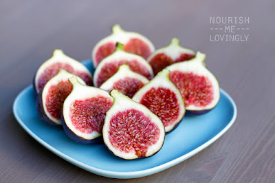 fresh_juicy_fig_halves