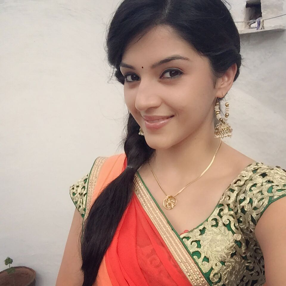Mehreen Kaur Pirzada Age, Height, Birthday, Family, Affairs, Biography