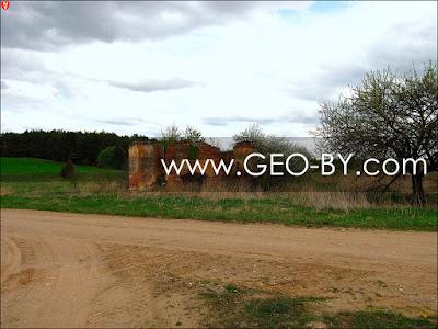 Руины хозпостройки Меержецких в Грозовке