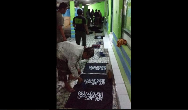 [Kajian Islam] Menulis Kalimat Tauhid pada Bendera Hukumnya Haram Menurut Madzhab Maliki