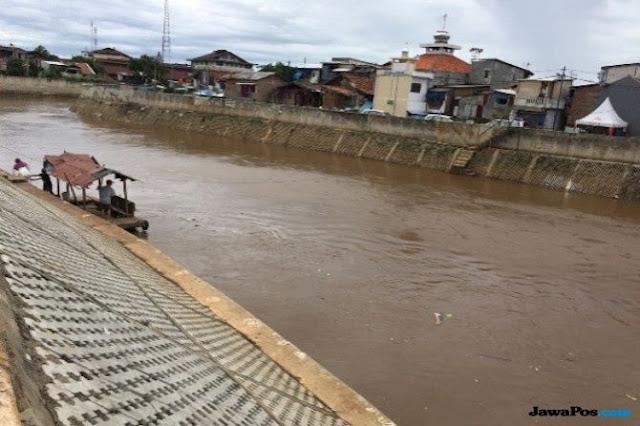 Jawab Tantangan Jokowi, Anies Buat Roadmap Penataan Sungai