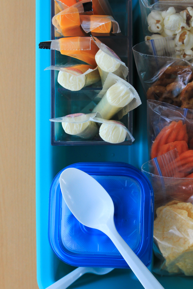 By using this inexpensive kitchen hack, you can streamline your morning routine while encouraging kids to help pack their own lunch and make healthy choices! #sponsored