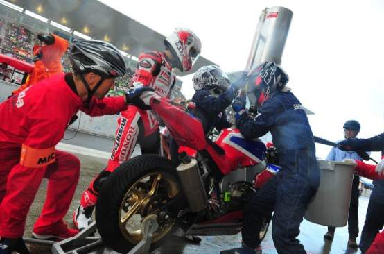 Suzuka 8 Hours 2018, isi bahan bakar pada motor