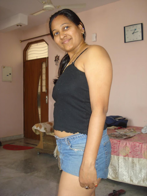 Hot south indian tamil Aunty Kambi kadakal Hot Sexy tight jeans shirts