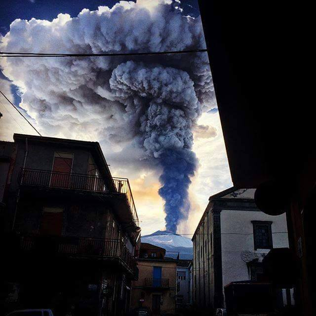 etna eruption amazing shot