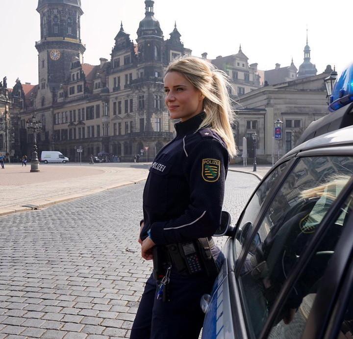 Адриенна: Самая сексуальная полицейская в Германии