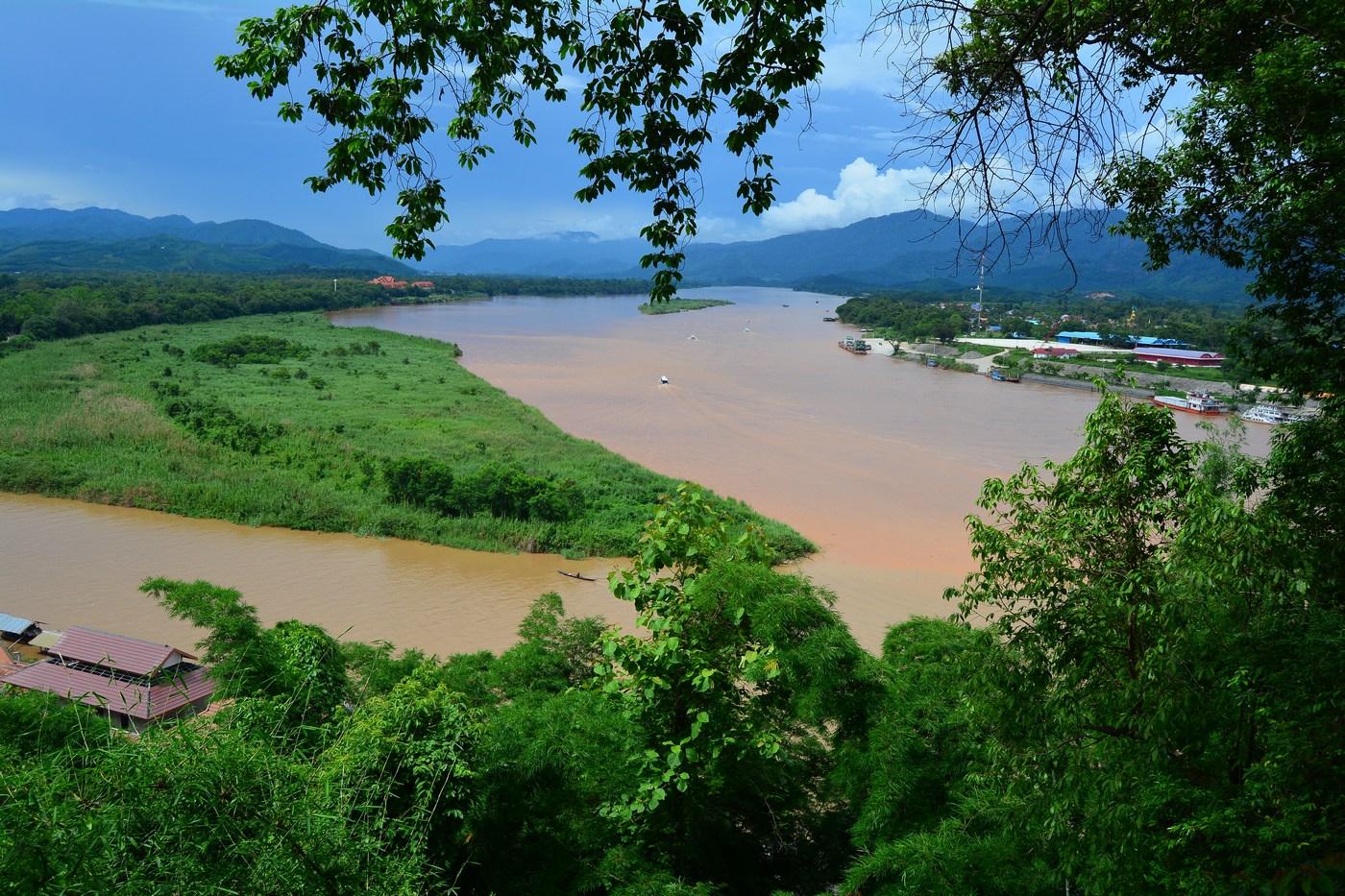 Vue depuis la Thaïlande des deux voisins le Laos et le Myanmar.