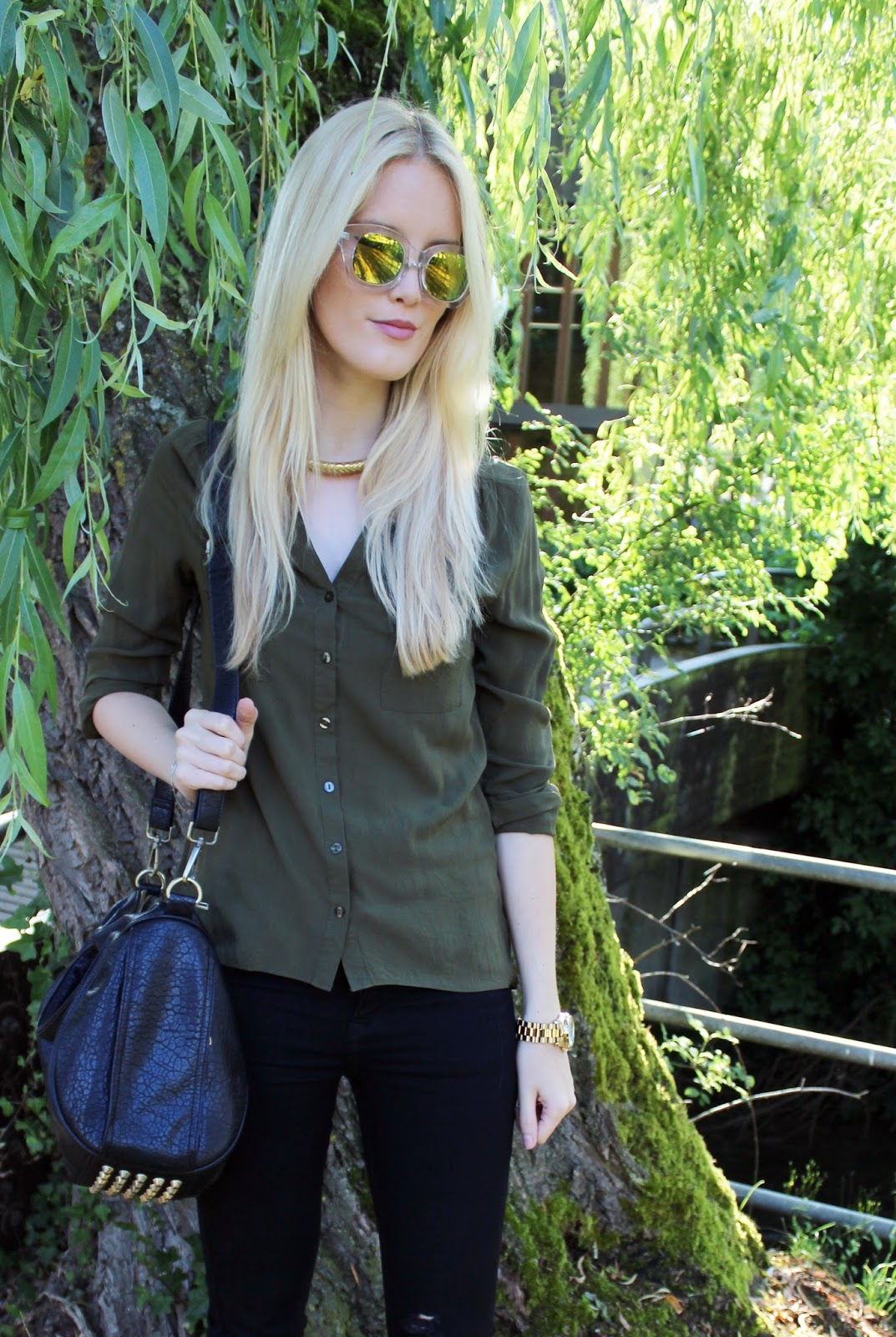TheBlondeLion outfit green mirrored sunglasses Quay Khaki