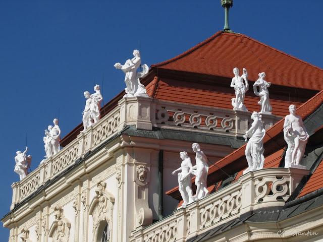 Viena, Palatul Belvedere - Statuile de pe acoperiş- blog Foto-Ideea