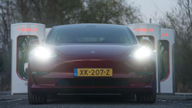 Model 3 de Tesla: ni tan barato ni tan fácil de comprar