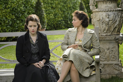 Claire Foy and Vanessa Kirby in The Crown (13)