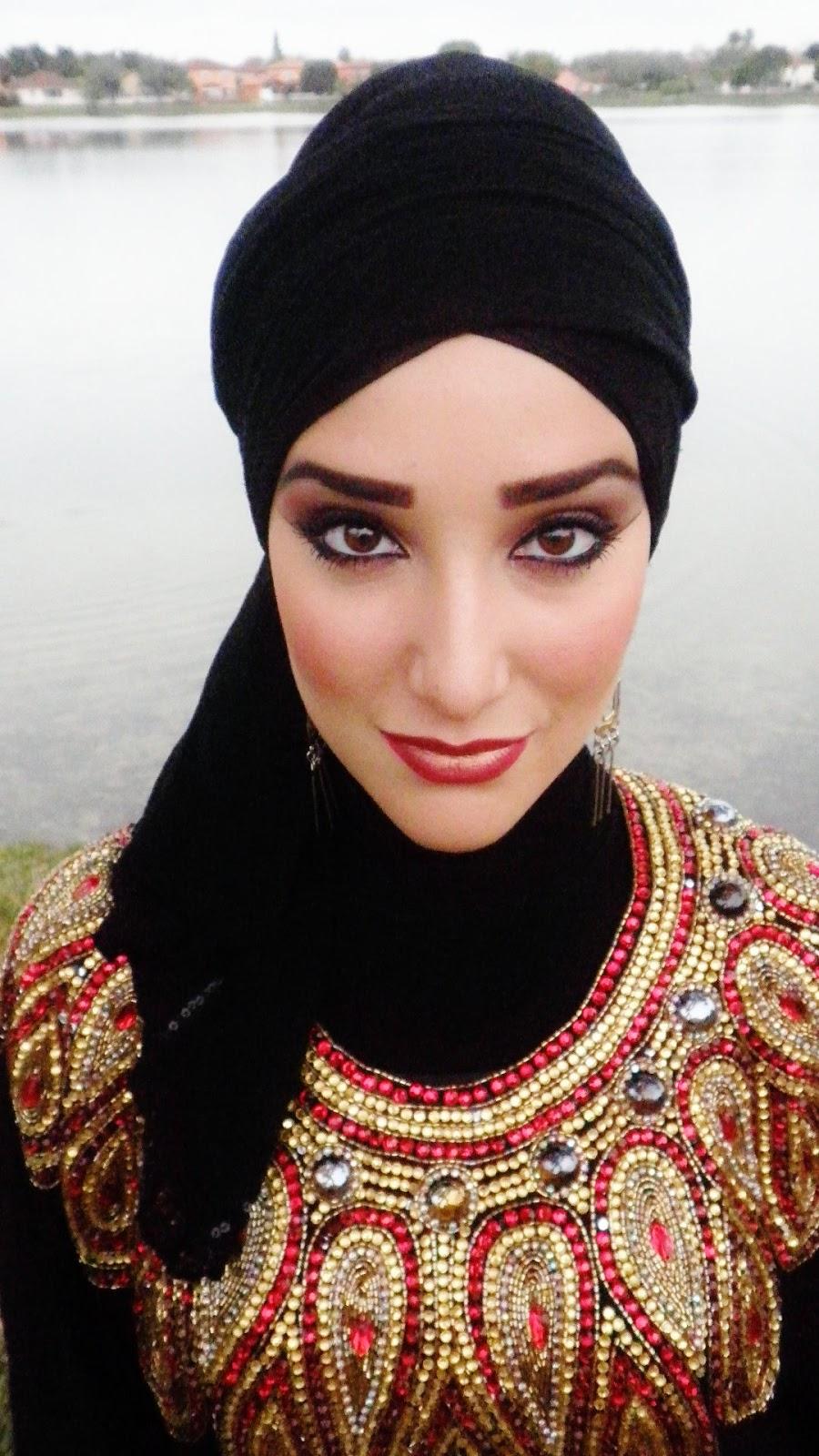 Wajah oval cocok semua gaya hijab dan gaya turban adalah pilihan yang  sangat baik. Jika Anda mencari untuk membuat wajah anda terlihat lebih  kecil atau ... 5e126a1e5c